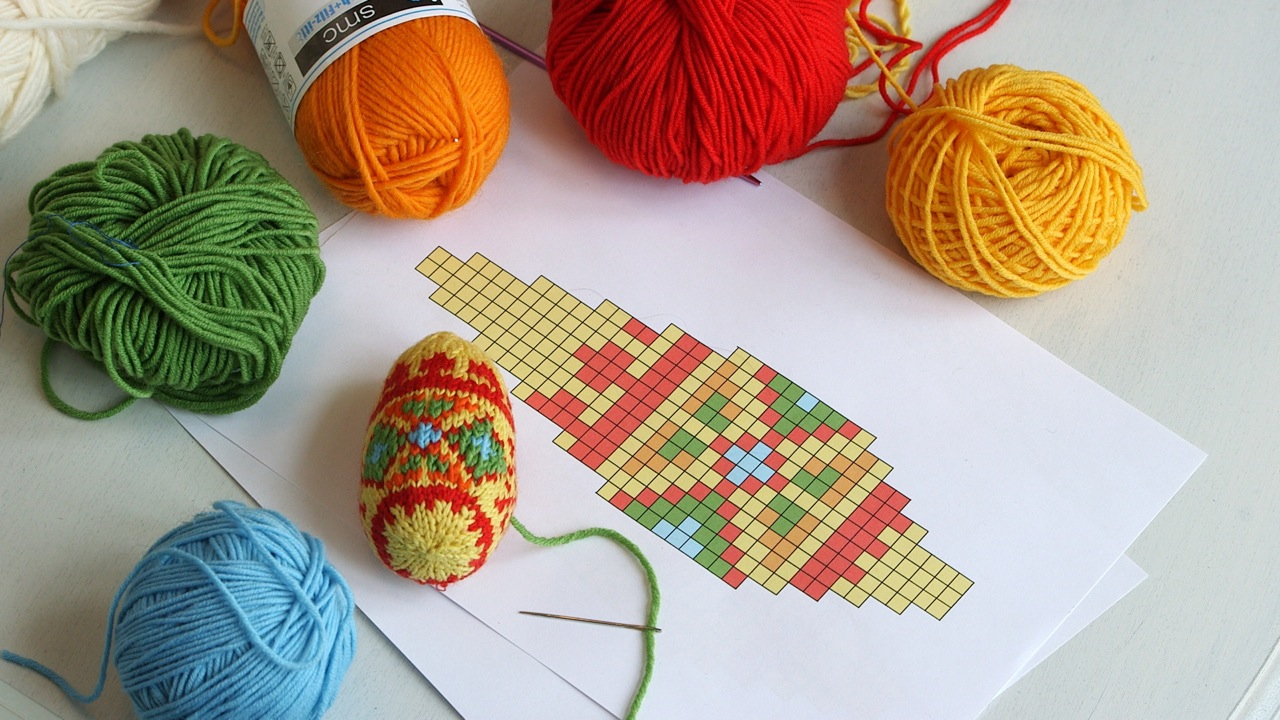 HOW TO KNIT AN EASTER EGG – ARNE & CARLOS