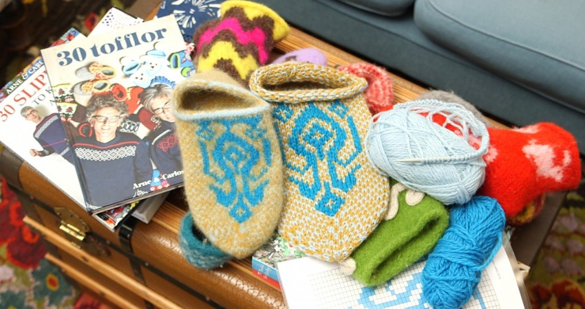 HOW TO KNIT SLIPPERS – part 1 – ARNE & CARLOS